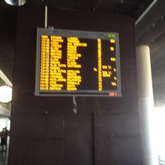 Photo taken at Estación Central de Autobuses by FERNANDO L. on 5/25/2012