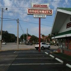 Photo taken at Krispy Kreme Doughnuts by Charlie on 8/9/2012