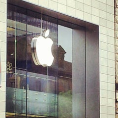 Photo taken at Apple Store, Sainte-Catherine by Hugo D. on 5/29/2012