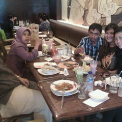 Photo taken at Pizza Hut by Aulia R. on 2/27/2012