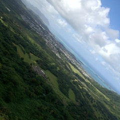 Photo taken at Nuʻuanu Pali Lookout by f_raud on 3/26/2012