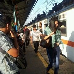 Photo taken at Stasiun Pondok Cina by Tutwuri H. on 5/28/2012