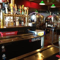 Photo taken at Lakeside Pizza, Sports Bar & Nightclub by Seth K. on 5/6/2012