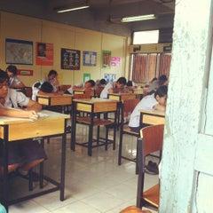 Photo taken at โรงเรียนวัดประดู่ในทรงธรรม (Pradoonaisongtham School) by care c. on 3/13/2012