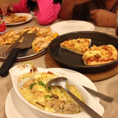 Photo taken at Pizza Hut Nilai by Yana on 7/1/2012