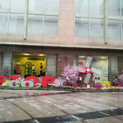 Photo taken at 롯데백화점 (LOTTE Department Store) by Musasi L. on 5/14/2012