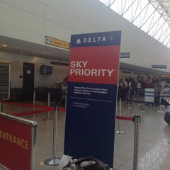 Photo taken at Delta Airlines Ticket Counter by Ra Ra B. on 5/13/2012