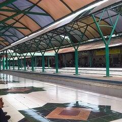 Photo taken at Stasiun Surabaya Gubeng by Faried A. on 6/16/2012
