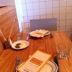 Photo taken at Pizzeria Delfina by Yunn on 8/18/2012