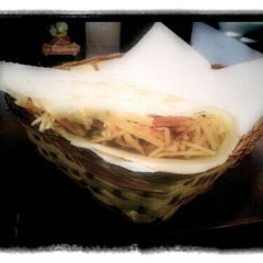 Photo taken at Mistura Fina Pizzas e Crepes by Daniel Duende C. on 3/2/2012
