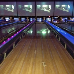 Photo taken at Bowlmor Dallas by Constantine H. on 7/14/2012