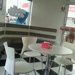 Photo taken at Milkshake & Companhia by Eder J. on 8/16/2012