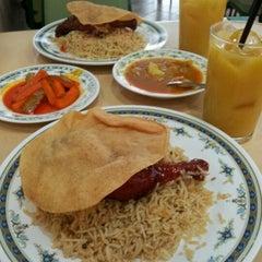Photo taken at Restoran Insaf by Zalini L. Z. on 4/6/2012