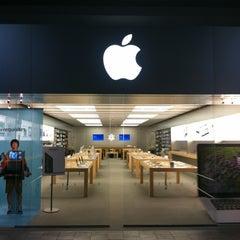 Photo taken at Apple Store, Oxmoor by Dan S. on 7/4/2012