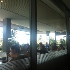 Photo taken at Globe Restaurant & Lounge Bar by Ge G. on 7/31/2012