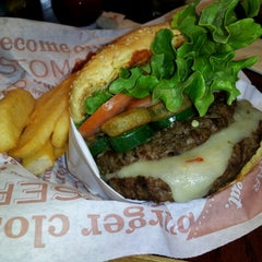 Photo taken at Red Robin Gourmet Burgers by Shukhrat K. on 7/1/2012