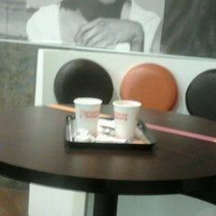 Photo taken at Dunkin' Donuts by Miguelo S. on 7/12/2012