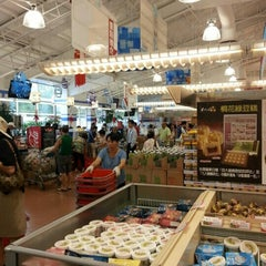 Photo taken at Foody Mart Supermarket 豐泰超級市場 by Patrick Y. on 7/25/2012