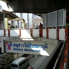 Photo taken at BTS อนุสาวรีย์ชัยสมรภูมิ (Victory Monument) N3 by Jack K. on 4/17/2012