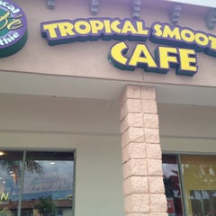 Photo taken at Tropical Smoothie Cafe by Bernice Y. on 5/19/2012