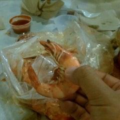 Photo taken at The Kickin' Crab by Sam M. on 7/26/2012