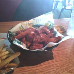 Photo taken at Quaker Steak & Lube® by Dicky U. on 3/31/2012