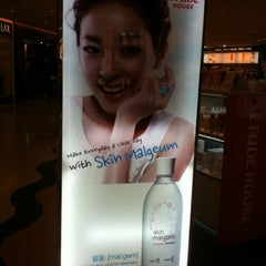 Photo taken at Etude house by Alice L. on 4/10/2012