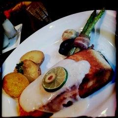 Photo taken at Chokchai Steakhouse (โชคชัยสเต็คเฮาส์) by เจ้าหมู ว. on 9/12/2012