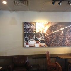 Photo taken at Starbucks by Yxes 👻🎃💀 ☕. on 7/16/2012