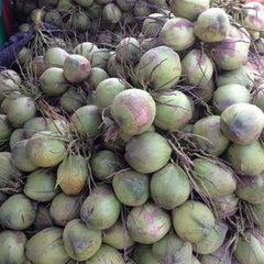 Photo taken at ตลาดบ้านแพ้ว by MaM_MoS (@:@) on 3/13/2012