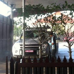 Photo taken at Arpan's Classic 1 Hand Car Wash by DanMissionAust on 3/13/2012
