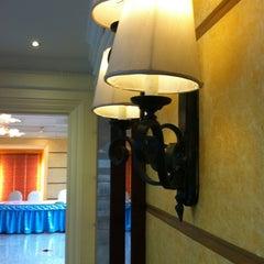Photo taken at Royal Benja Hotel by Wirot J. on 8/25/2012