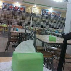 Photo taken at Rosdet Tomyam by Ina N. on 3/8/2012