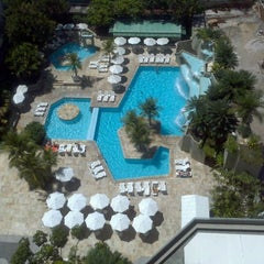 Photo taken at Mercure Recife Mar Hotel Conventions by Chico P. on 4/27/2012