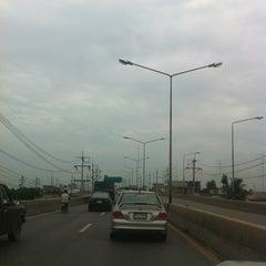 Photo taken at สะพานข้ามทางรถไฟ บ้านโป่ง by Niti R. on 6/2/2012