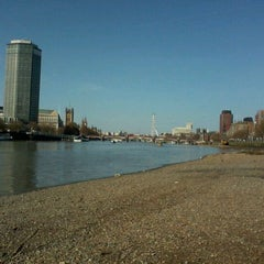 Photo taken at Vauxhall Bridge by Alessandro D. on 4/1/2012