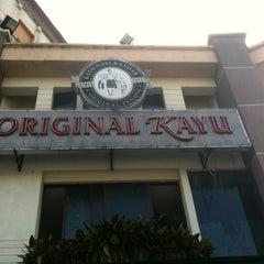 Photo taken at Restoran Original Penang Kayu Nasi Kandar by Azlan A. on 3/11/2012