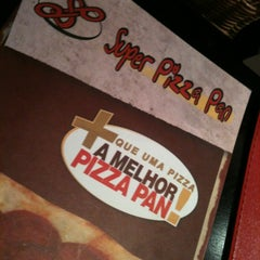 Photo taken at Super Pizza Pan by Noriaki J. on 3/25/2012