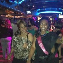 Photo taken at Las Vegas Hilton Oasis Lounge by Gisele . on 9/9/2012
