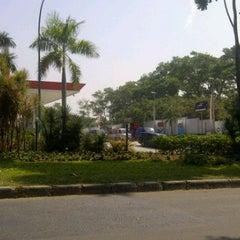Photo taken at Ruko Thamrin, Lippo Cikarang by Rimba S. on 6/21/2012