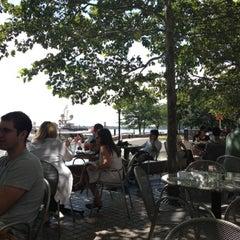 Photo taken at P.J. Clarke's by Hank L. on 8/18/2012