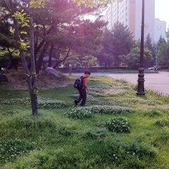 Photo taken at 한밭초등학교 by David Jaehyoung L. on 5/9/2012