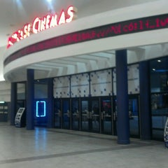 Photo taken at Showcase Cinemas by Lorenzo M. on 8/21/2012