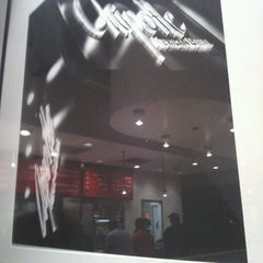 Photo taken at Chipotle Mexican Grill by Regina R. on 6/16/2012