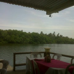 Photo taken at Restaurante Puerto Ceiba by Angel N. on 7/30/2012