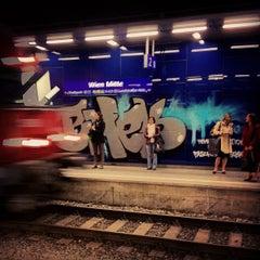 Das Foto wurde bei Bahnhof Wien Mitte von Oliver S. am 4/5/2012 aufgenommen