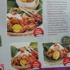 Photo taken at Bongkot Nasi Campur Khas Bali by Margaretha M. on 9/11/2012