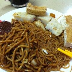 Photo taken at Yishun 761 U来 Coffee Shop by Derek L. on 7/16/2012