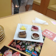 Photo taken at いけす回転すし 金たろう 国府店 by Regu on 7/19/2012
