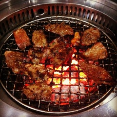 Photo taken at Iroha Yakiniku (อิโรฮะ) 焼肉 いろは by Seumbong K. on 5/3/2012